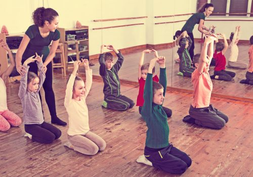 http://www.beylikduzuamerikankoleji.com/wp-content/uploads/2018/02/69037119-Little-boys-and-girls-studying-contemp-dance-in-junior-class-Stock-Photo-500x350.jpg