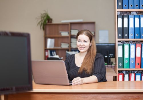 https://www.beylikduzuamerikankoleji.com/wp-content/uploads/2018/02/18426476-Beauty-Caucasian-woman-in-office-interior-with-laptop-at-the-Stock-Photo-500x350.jpg