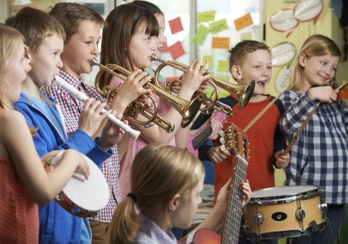 https://www.beylikduzuamerikankoleji.com/wp-content/uploads/2018/02/44634338-Group-Of-Students-Playing-In-School-Orchestra-Together-Stock-Photo-500x350.jpg