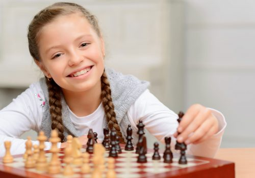https://www.beylikduzuamerikankoleji.com/wp-content/uploads/2018/02/80211391-Young-boy-playing-chess-with-grandfather-Stock-Photo-500x350.jpg